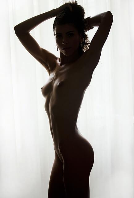 trouble de l'éréction causes: femme nue